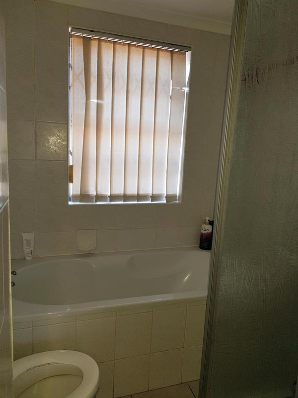 Property For Rent in Bloubergstrand, Cape Town 8