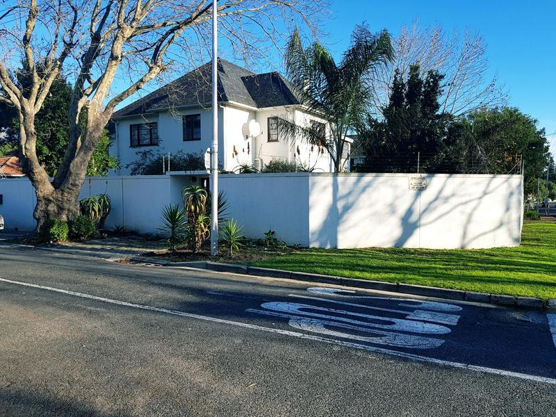 Property For Rent in Rondebosch, Cape Town 3