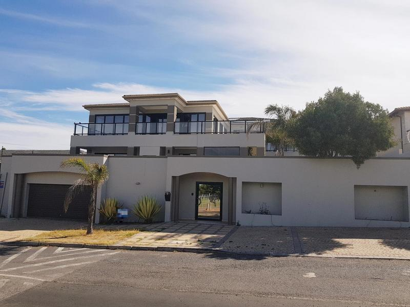 Property For Rent in Bloubergstrand, Cape Town 1